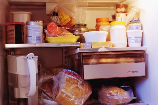 Chất quá nhiều thực phẩm trong tủ lạnh